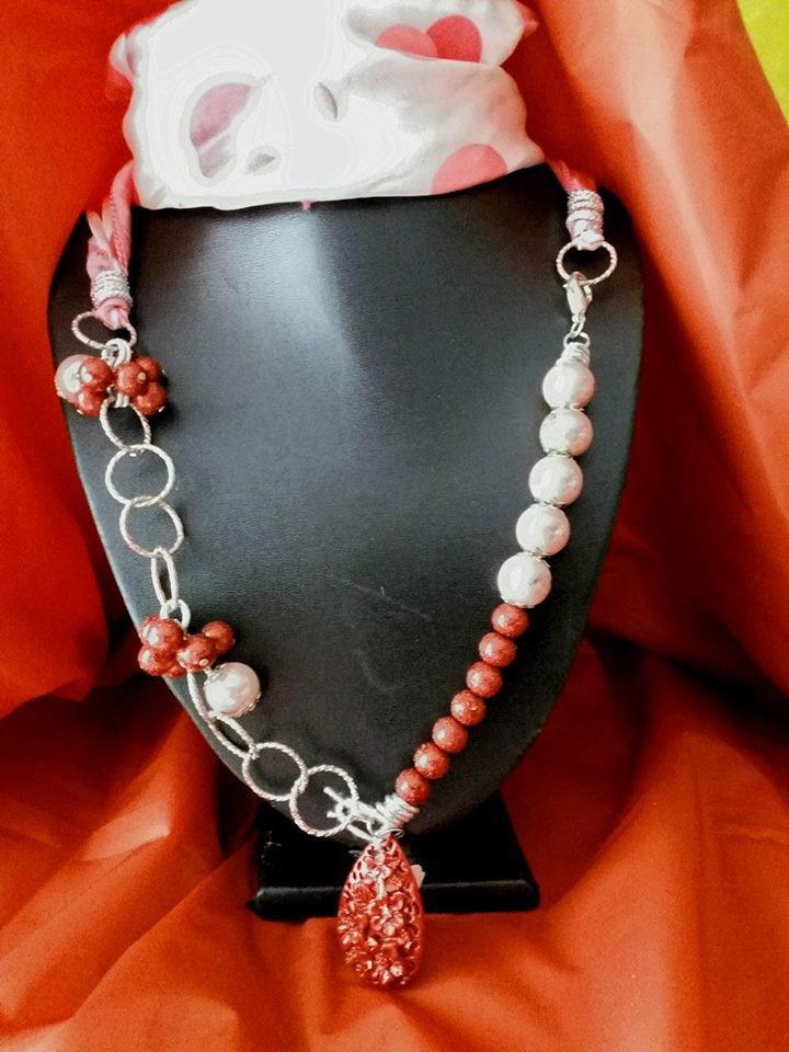decorazione collana con foulard