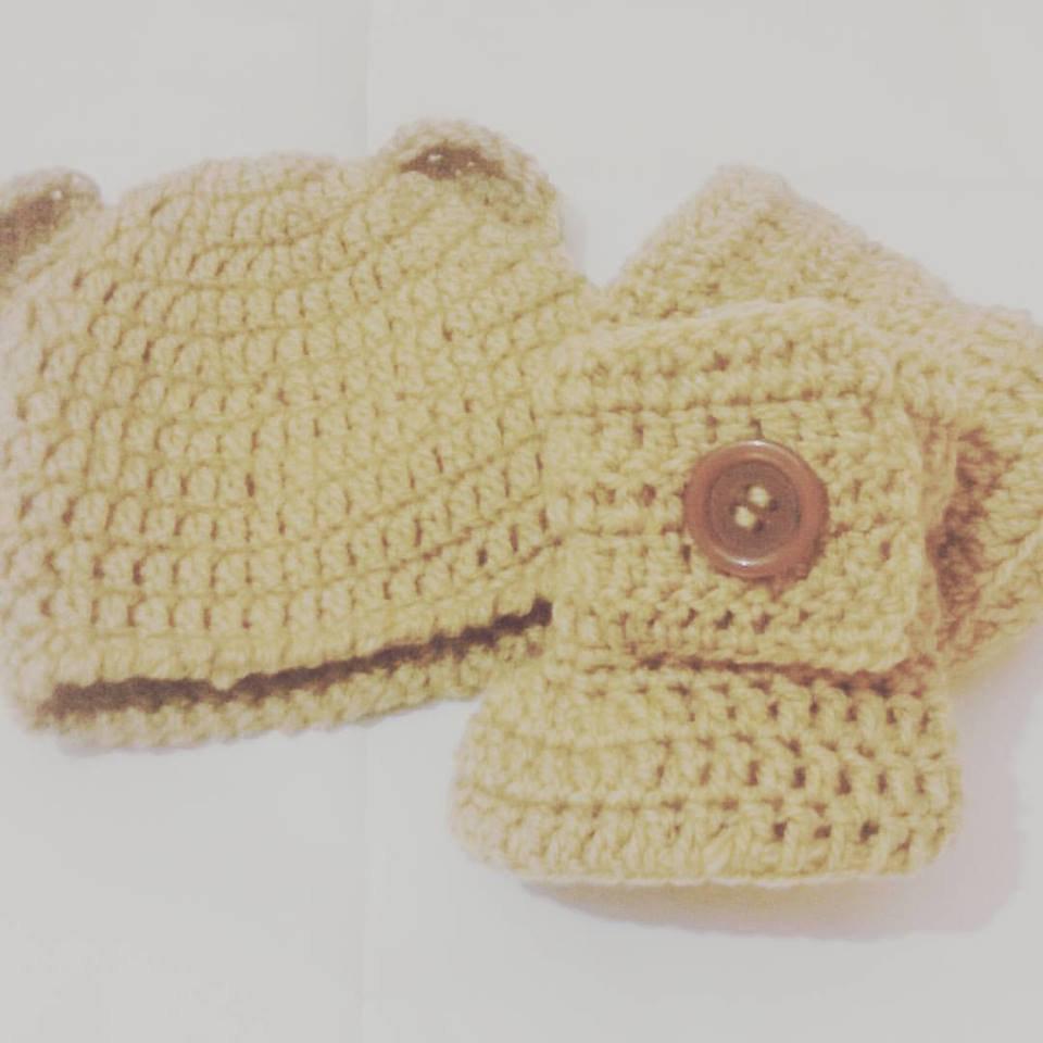 Cappellino e stivaletti TIPO UGG NEONATO  uncinetto beige