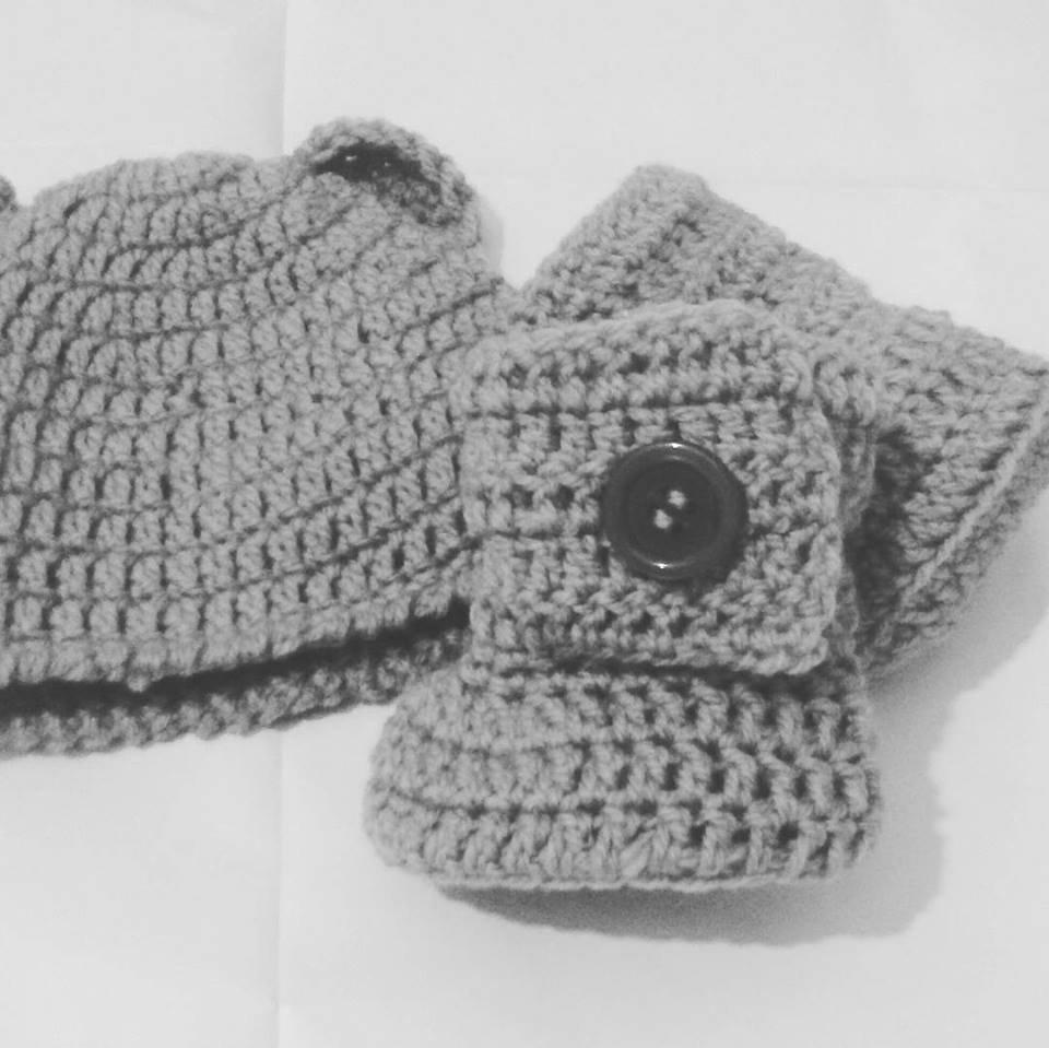 Cappellino e stivaletti tipo UGG NEONATO  uncinetto grigio