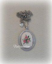 Collana Cameo Ricamo Bouquet di Fiori Rosa