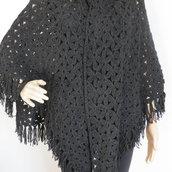 scialle nero in lana con frange