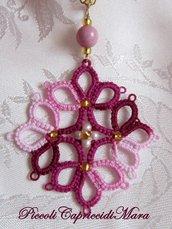 Ciondolo rosa e amaranto al chiacchierino, perla in vetro di Boemia, perline dorate