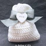 Bomboniera Sacchettino Shabby Chic Matrimonio, calamita, cuore, iniziali, grigio, bianco, elegante, uncinetto, fatto a mano