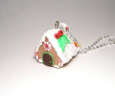 Collana casetta pan di zenzero  con agrifoglio Natale fimo idea regalo