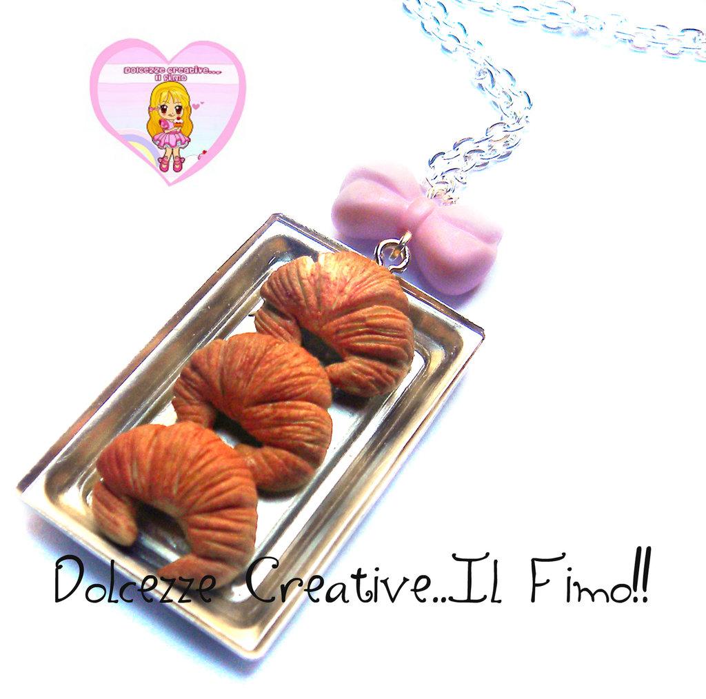 Collana vassoio con cornetti - croissant - con fiocco in perla - dollhouse miniature