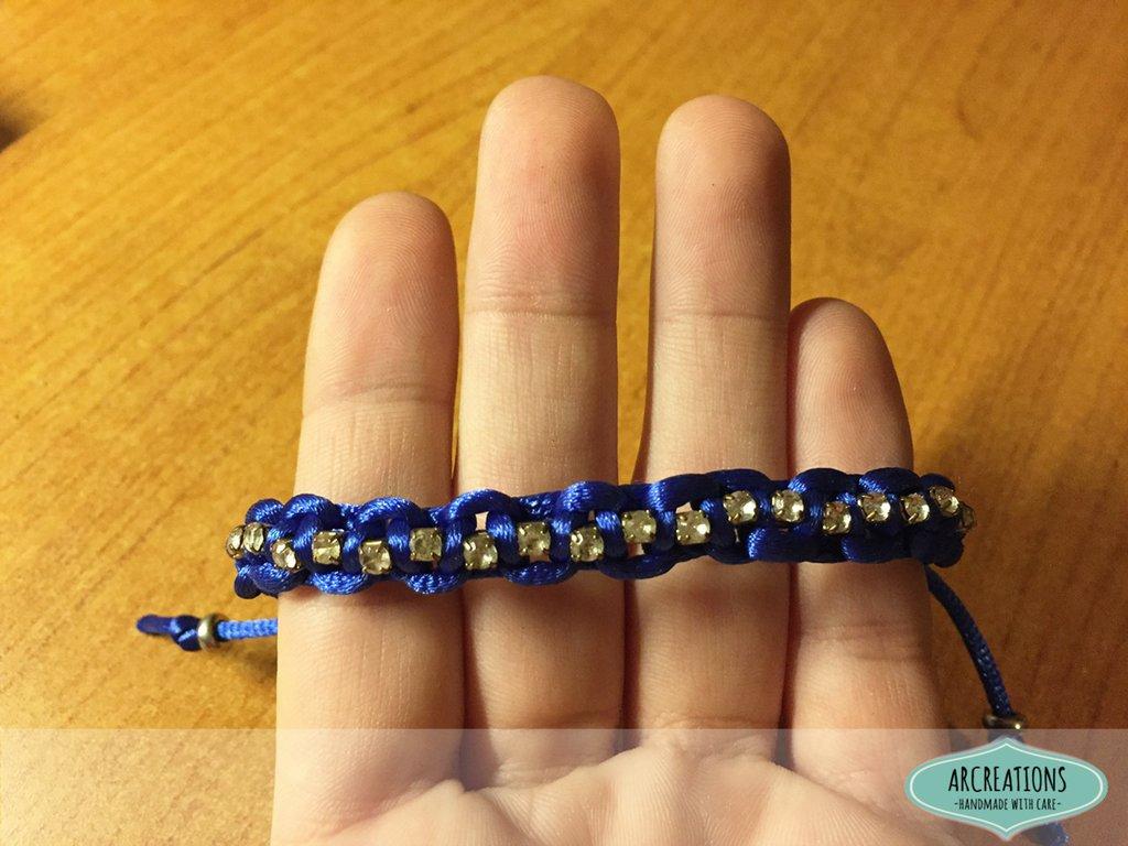 Bracciale blu con filo di strass