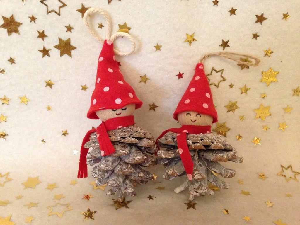 """Decorazione natalizia """"Folletto pigna"""" (medio)"""