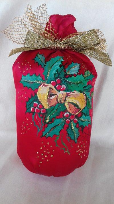 Sacchetto in raso rosso dipinto a mano