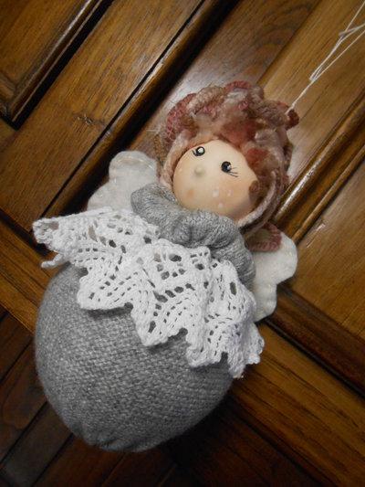 Decorazione pallina di natale a forma di bambolina angioletto , idea regalo