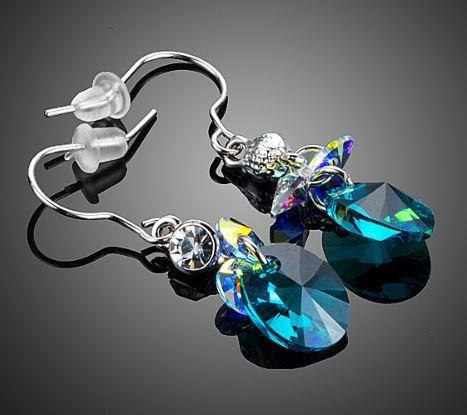 Orecchini realizzati con connettore strass trasparente e cristalli swarovski elements originali aurora boreale e capri blu idea regalo natale per lei