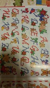 Schema alfabeto natalizio, ricamo punto croce