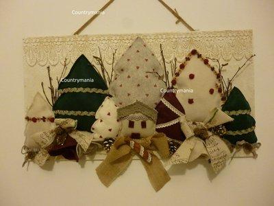 pannello con alberi di Natale in pannolenci