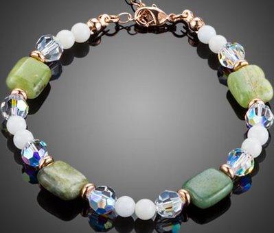 Bracciale con cristalli swarovski elements,agata verde e tridacna idea regalo Natale per lei