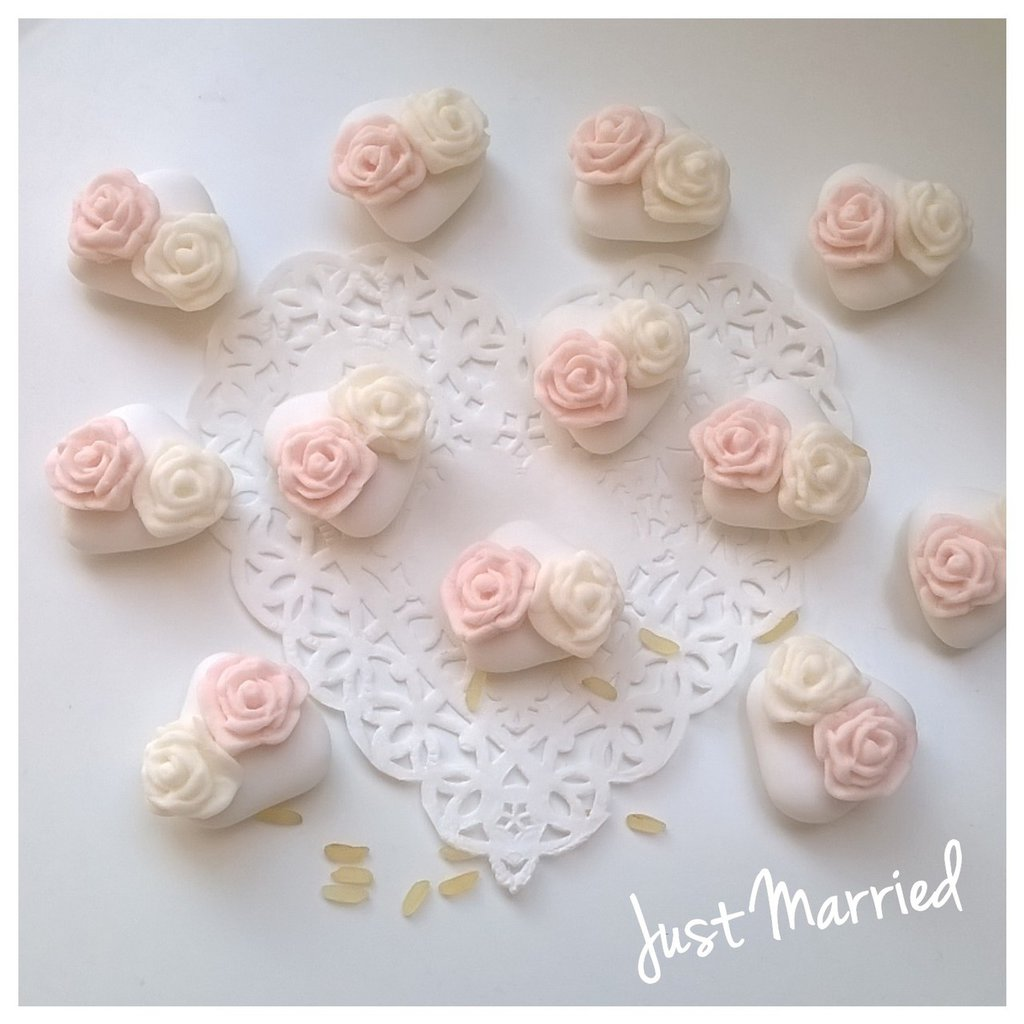 confetti decorati con rose rosa, cresima, matrimonio, prima comunione