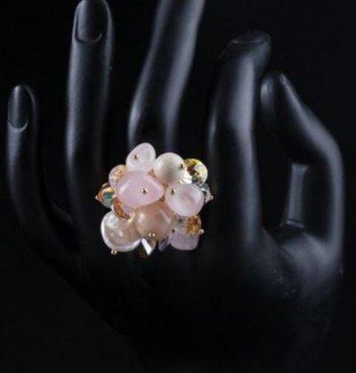 Anello con base dorata regolabile,quarzo rosa,madrepela,pietra di luna e cristalli swarovski elements idea regalo Natale per lei