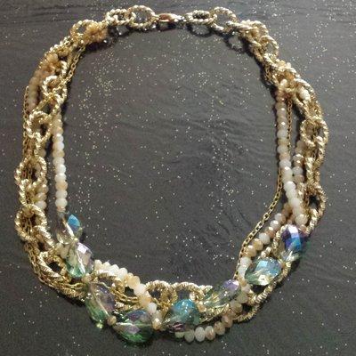 Collana multifilo con catena dorata e cristalli