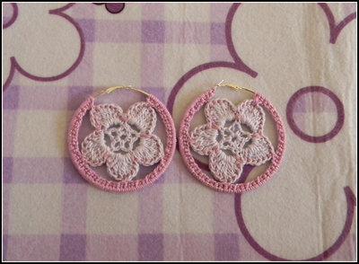 Orecchini a cerchio realizzati all' uncinetto con fiori lilla e lavanda + amigurumi