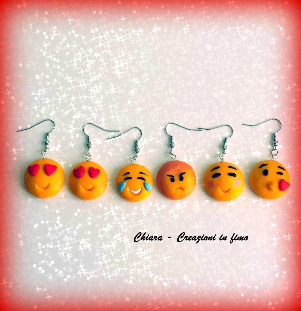 Orecchini in fimo handmade faccine Emoticons kawaii miniature idee regalo amica regalo epifania calza befana