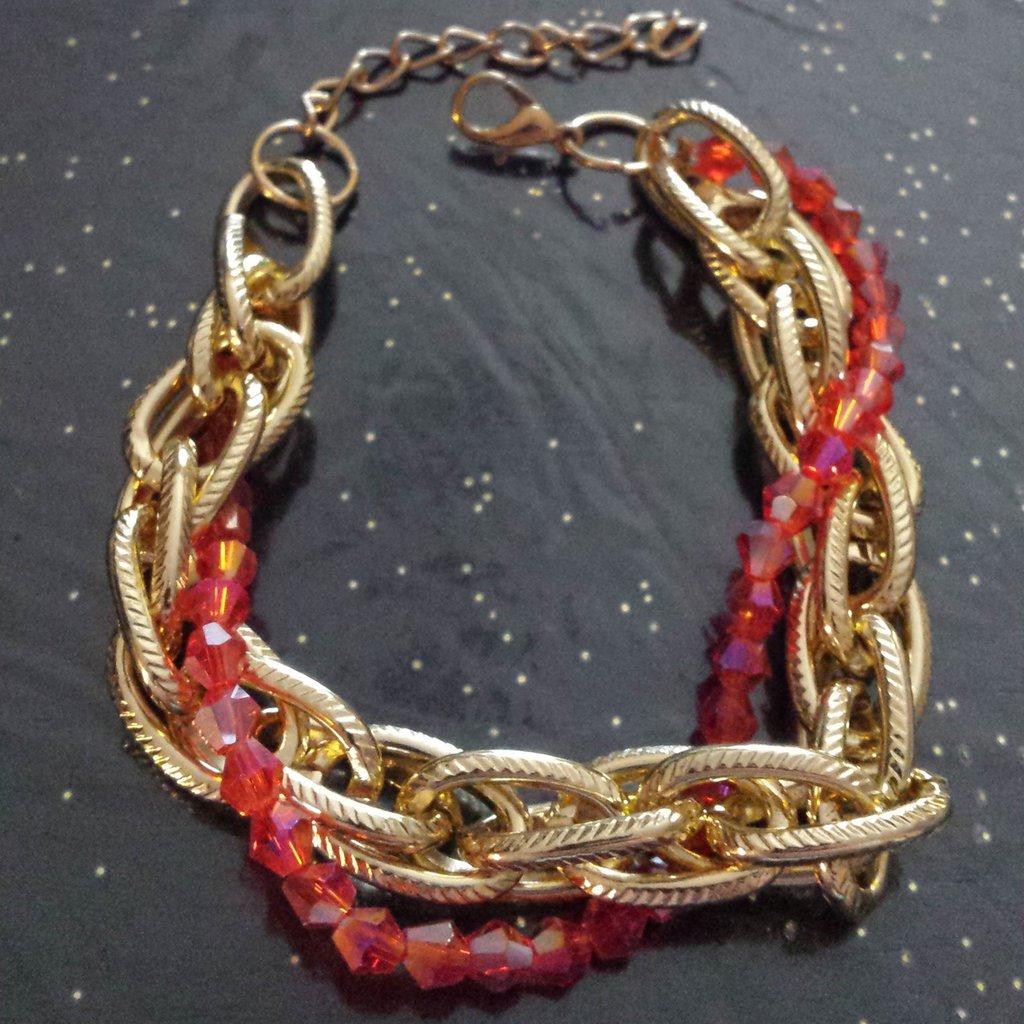Bracciale catena dorata e cristalli rossi