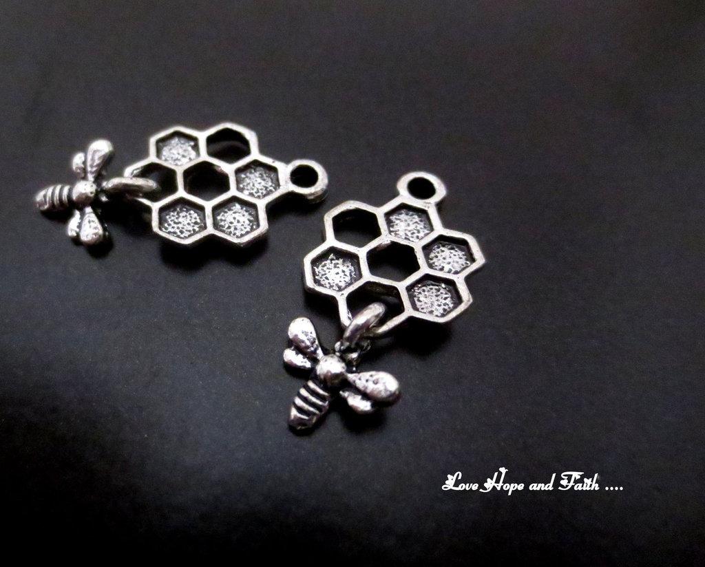 "Charm ""Ape&Miele color argento (26x13mm) (cod. New)"