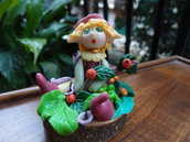 Elfa in porcellana fredda con bacche