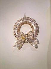 Ghirlanda bianca con perle