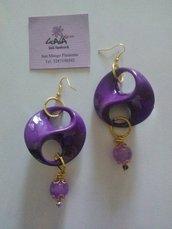Orecchini viola in resina e giada colorata tono su tono