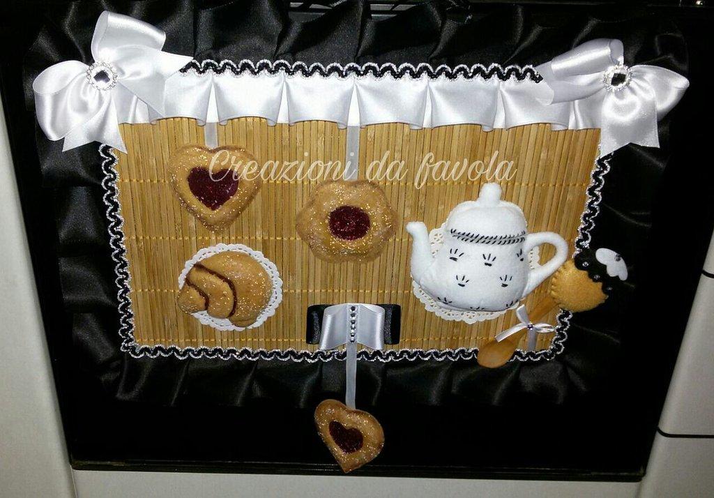 Copriforno con biscotti nero e bianco