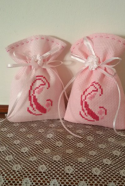 """Inserzione riservata """"n.90 sacchettini in tela aida rosa con ricamo madonnina"""