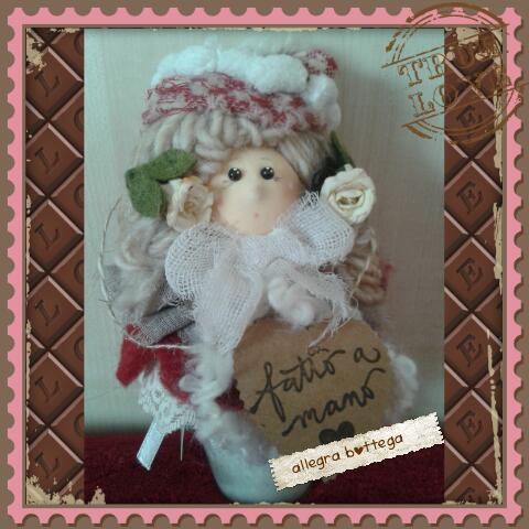 Candela decorata con bambolina