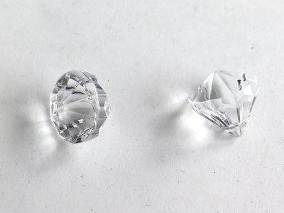 Pendente a forma di diamante chiaro cio58 materiali for Soggiorno a forma di diamante