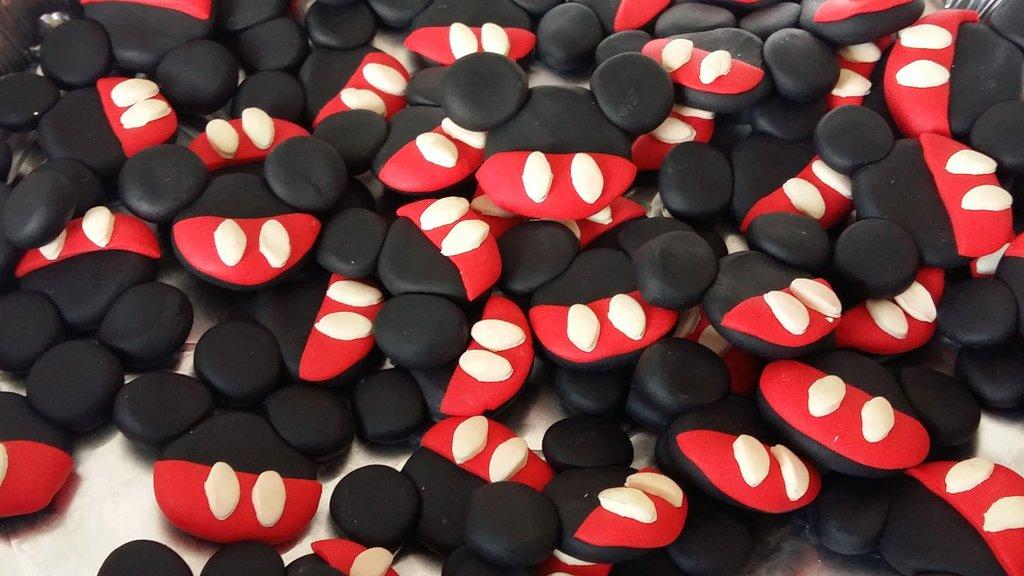 Magnete o ciondolo in fimo  topolino mickey mouse cm 3.5/4