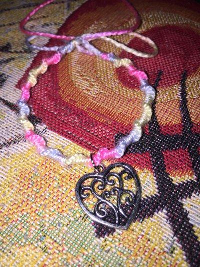 braccialetto di cotone con ciondolo