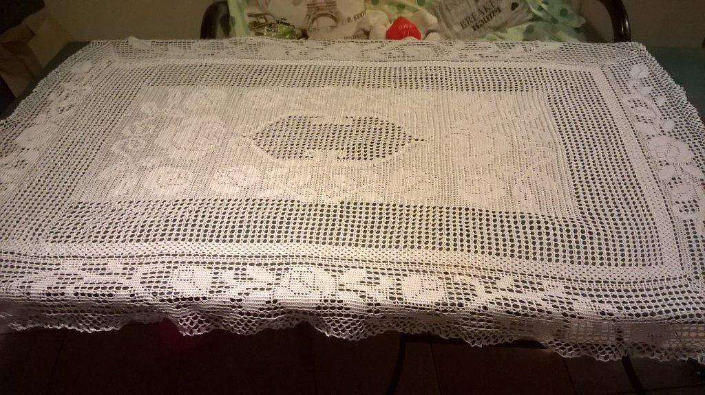 centrotavola rettangolare fatto a mano  ad uncinetto in puro cotone nuovo