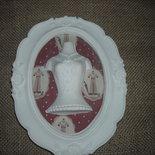 Elegante cornice decorativa shabby chic  polvere ceramica  pattern  stoffa  rosa e vestitino