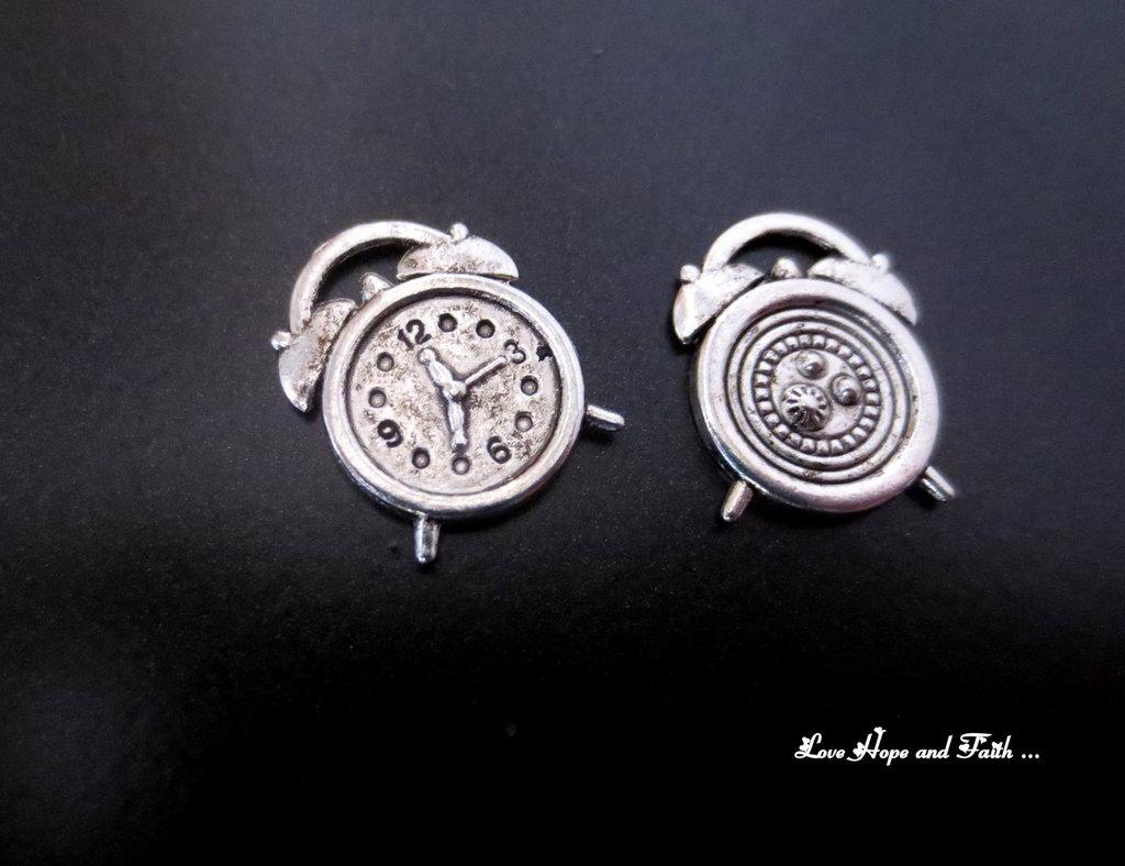 """Charm """"Sveglietta"""" color argento (14x17mm) (cod. New)"""