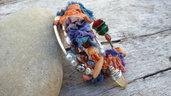 Bracciale avvolgibile spirale seta sari arancio blu boho gioielli