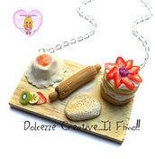 Collana Vassoio con preparazione Torta millefoglie, impasto, matterello, fontana farina e uova - fette di frutta