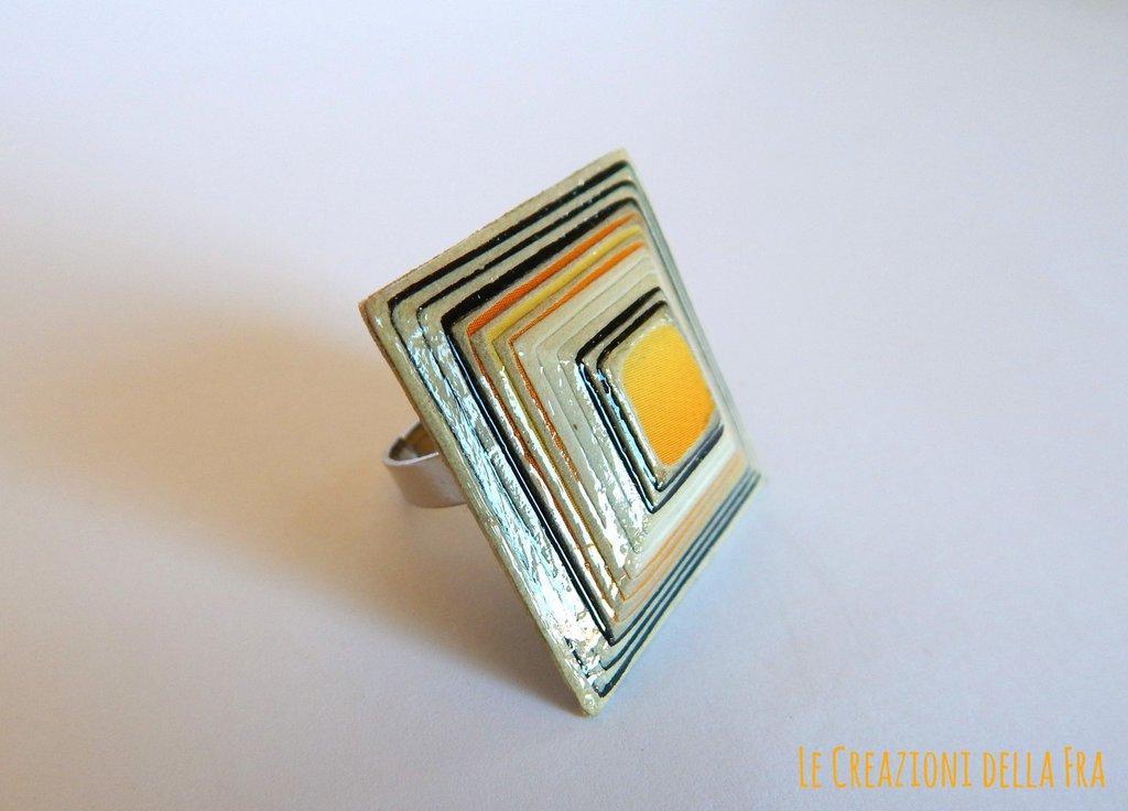 Anello quadrato IN CARTONCINO RICICLATO - nero, bianco e giallo