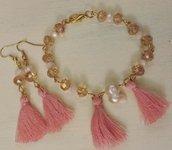 Orecchini e bracciale con nappine rosa e cristalli color champagne