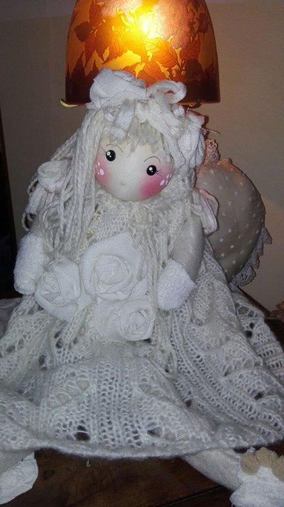 bambola in stoffa in stile shabby chic
