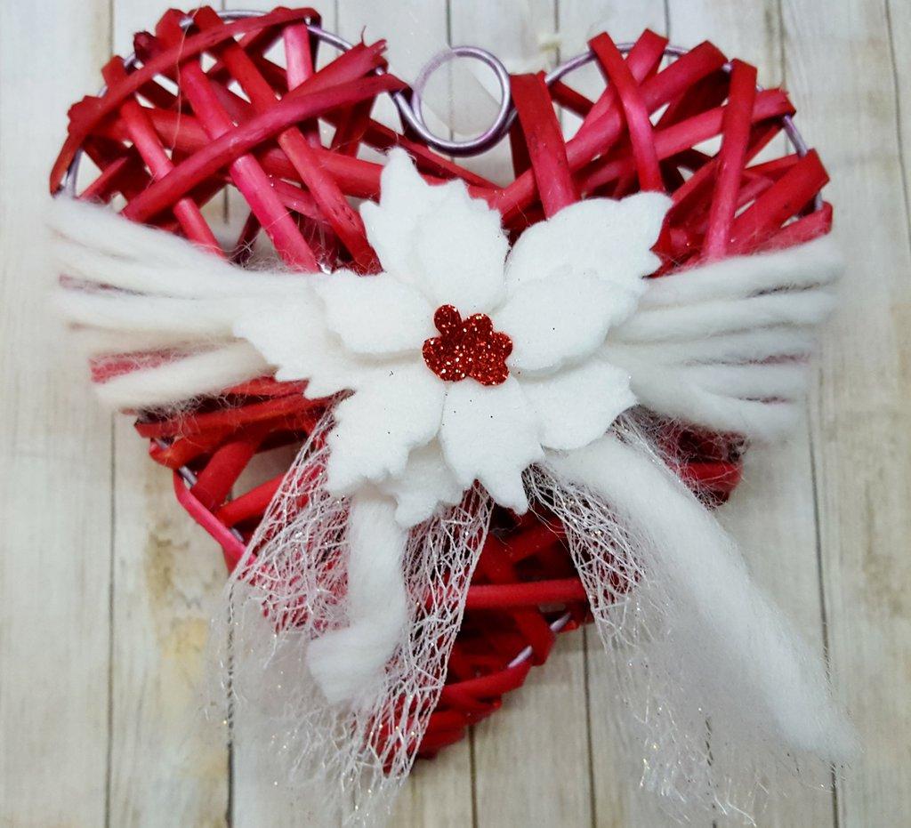 Cuore natalizio rosso con stella di Natale