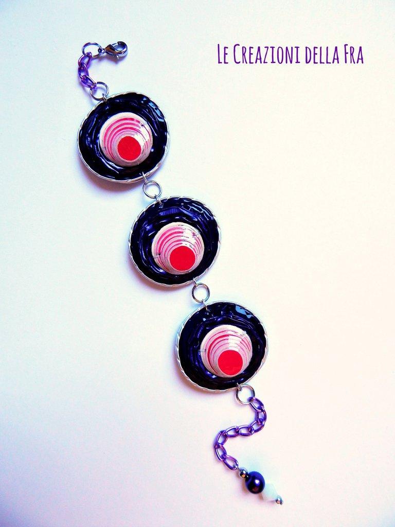 Bracciale con capsule Nespresso e applicazione rotonda IN CARTONCINO RICICLATO - viola, bianco e fucsia