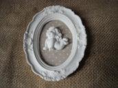 Cornice decorativa shabby chic  polvere ceramica bianca pattern in stoffa a pois  angioletto