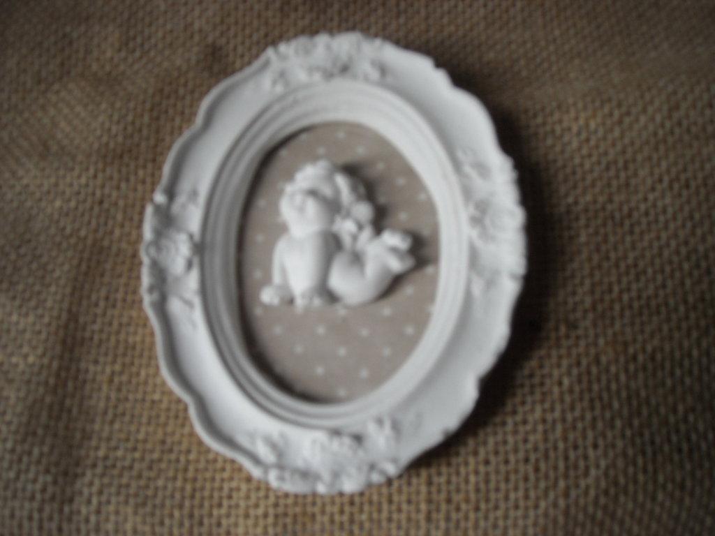 Quadretto  decorativo in gesso  stoffa a pois  angioletto in gesso