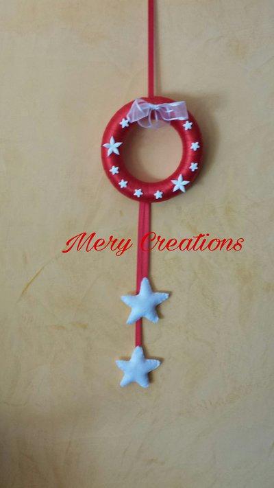 Ghirlanda fuoriporta natalizia rossa, applicazione fimo, stelle