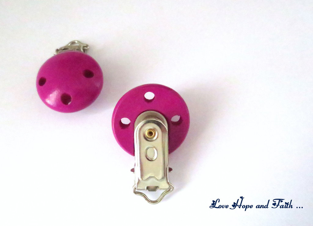 1 Porta ciuccio color ciclamino (48x28x17mm)
