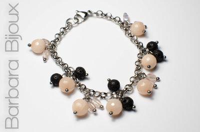 Bracciale acciaio inox perle nere di pietra lavica e cipria, elegante idea regalo.