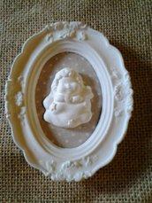 Cornice decorativa shabby chic  polvere ceramica  pattern in stoffa a pois  angioletto