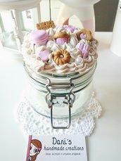Barattolo panna e dolci rosa in fimo